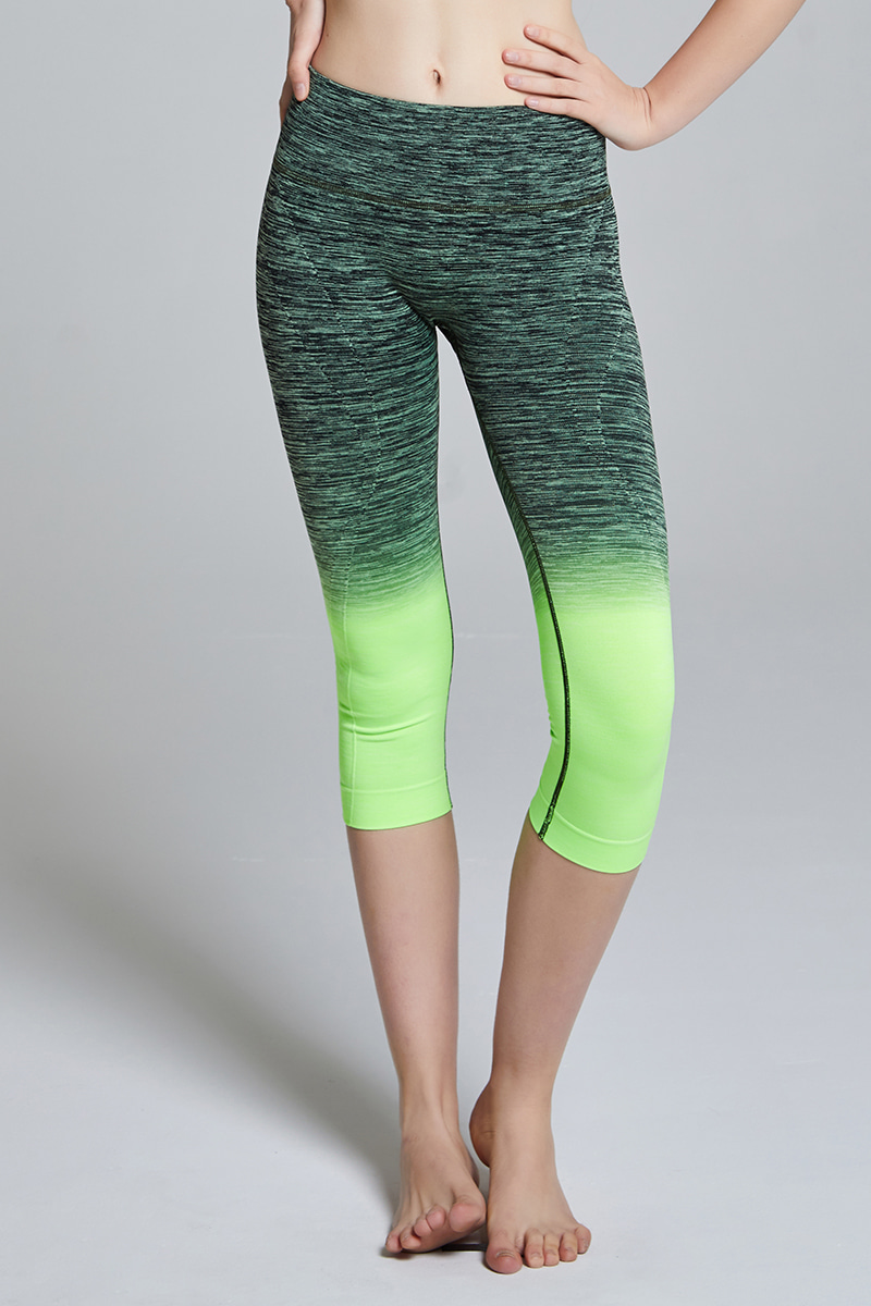 C705 Capri Leggings BLACK GREEN